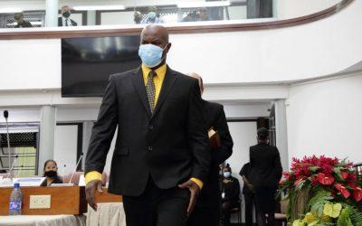 Surinaams parlementsgebouw ontsmet